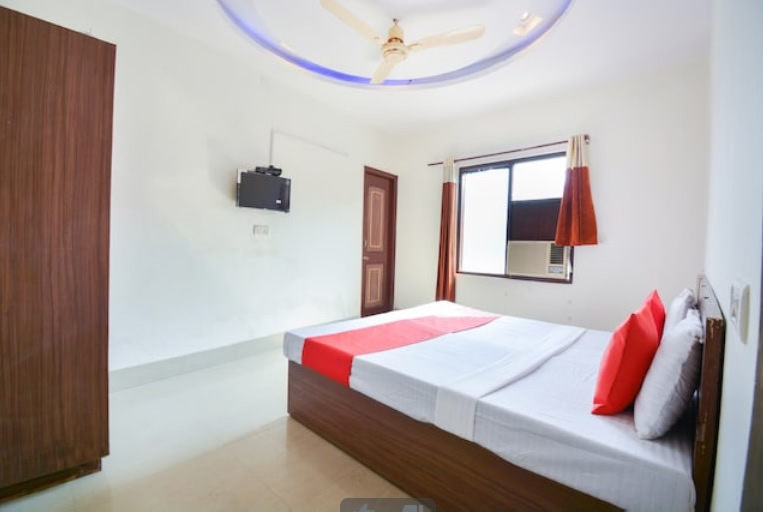 Oyo Rooms Hotel Park View in Bathinda office entry